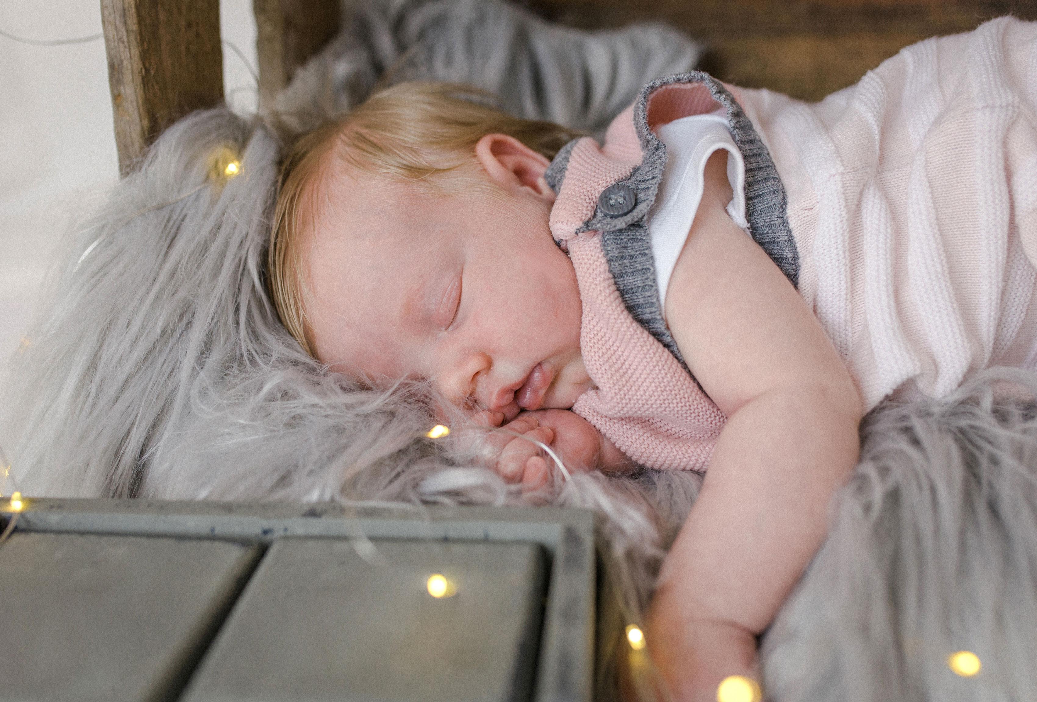 Babyshooting mit Lichterkette
