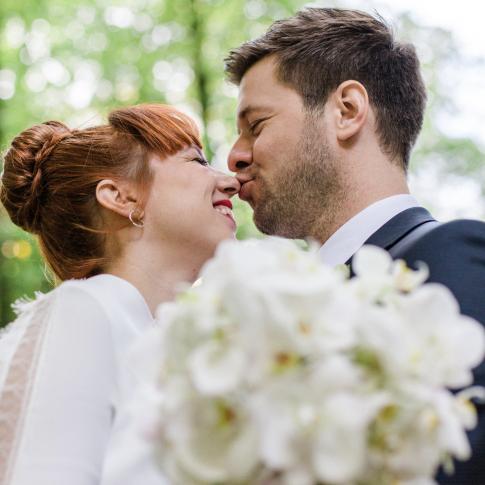 Hochzeitspaar Bussi auf Nase